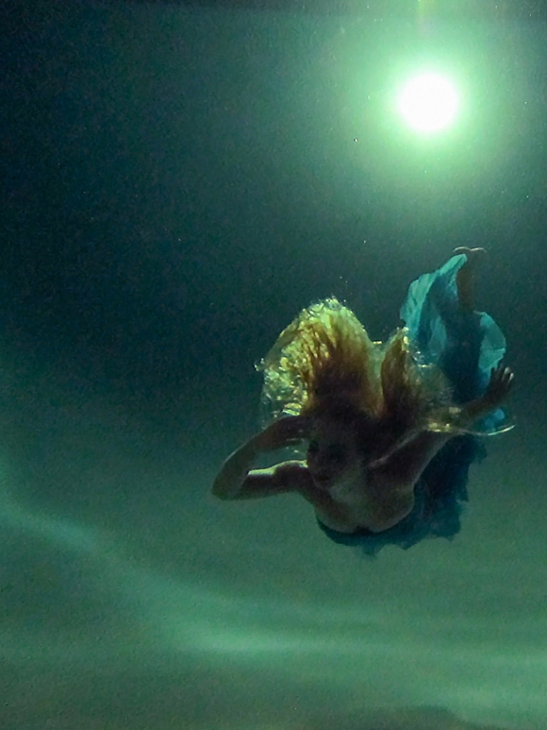 senior portrait underwater